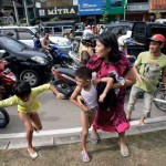 People run shortly after a powerfull earthquake hits Indonesia
